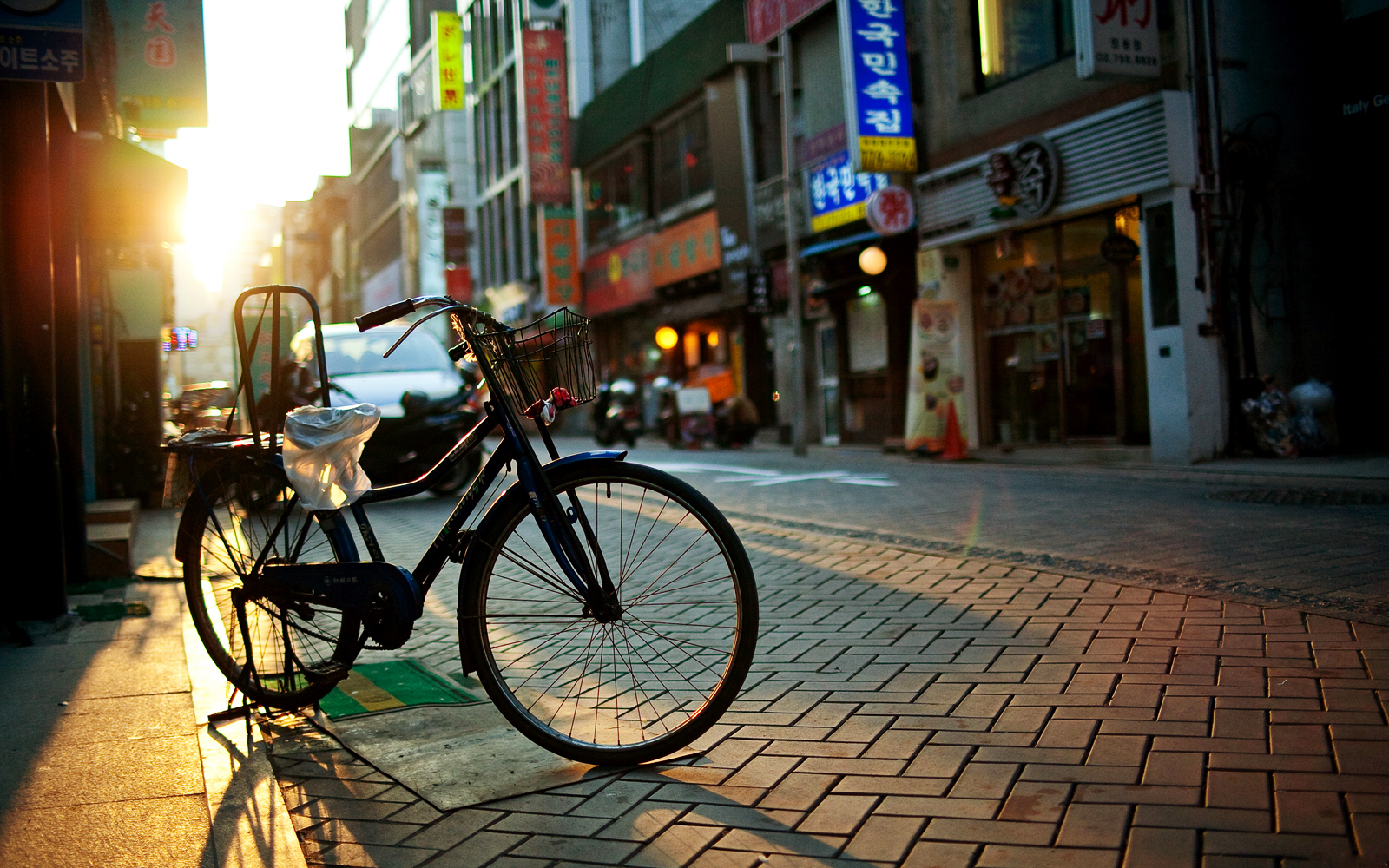Vintage_Bicycle_Asia_Street_Cityscape_HD_Wallpaper-Vvallpaper.Net_